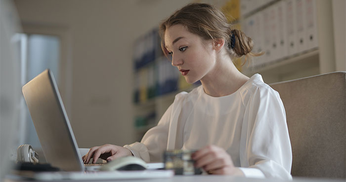 Quali sono i vantaggi di lavorare online